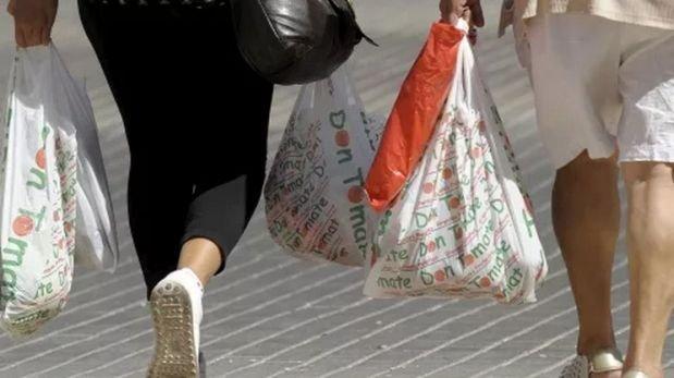 Francia prohibirá bolsas de plástico en tiendas para el 2016