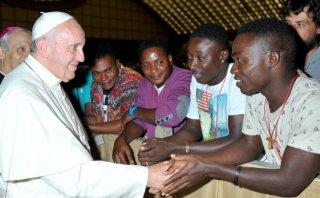 """El papa Francisco pidió acoger a refugiados """"tal como vienen"""""""
