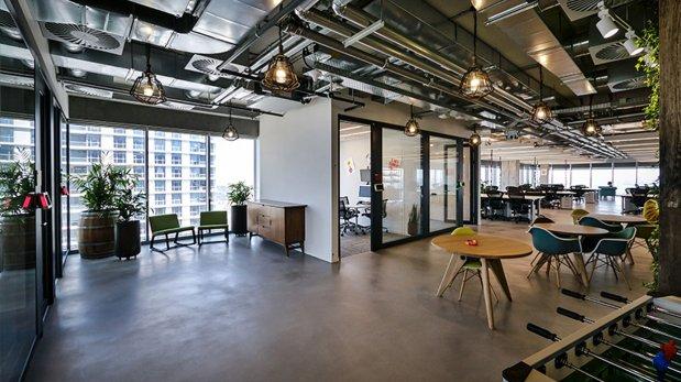 Facebook conoce las nuevas oficinas de la red social en for Iluminacion oficinas modernas