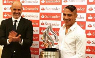 Paolo Guerrero recibió premio por ser goleador de Copa América