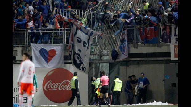Terrible: hinchas cayeron de tribuna en partido de 'U' de Chile
