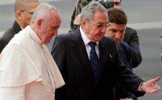 El papa Francisco llegó a Cuba y no dejó de mencionar a EE.UU.