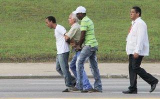 Cuba: opositores fueron detenidos antes de la misa del Papa
