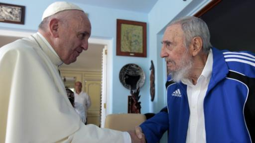 El papa Francisco se reunió con el líder cubano, de 89 años, durante aproximadamente 30 minutos en la residencia del ex presidente. (Foto: AFP)