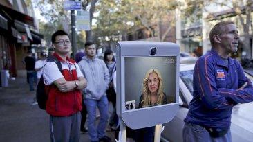 Un robot hizo fila en lugar de una mujer para comprar un iPhone