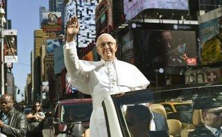 ¿Por qué esta estatua del Papa alarmó a Nueva York?