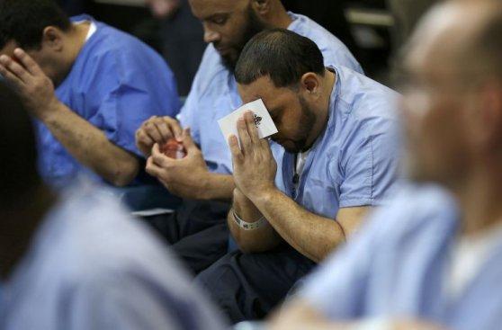 La emotiva visita del papa Francisco a una cárcel de Filadelfia