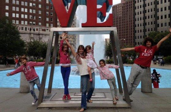 Papa recibió a familia que viajó en auto desde Argentina