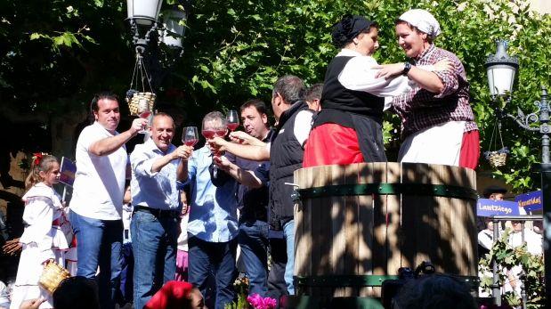Con una gran celebración y feria de vinos, se inicia la vendimia en Elciego, localidad de la Rioja Alavesa.