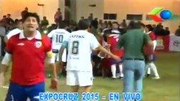 Ex futbolista chileno sufrió infarto en pleno showbol (VIDEO)