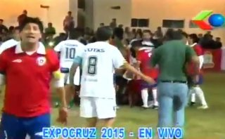 Ex futbolista chileno sufrió infarto en pleno showbol (VIDEO)