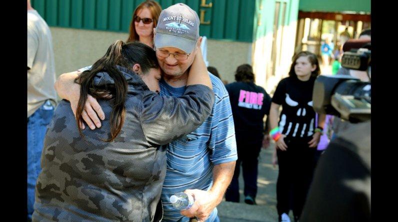 Al menos 10 personas murieron y 7 resultaron heridas a raíz de un tiroteo en una universidad en el estado de Oregon. (Foto: AP)