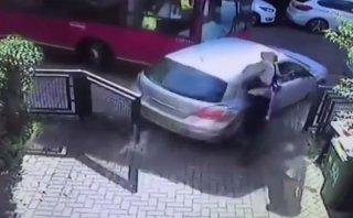 YouTube: Peatón es arrollado por un auto que golpeó un bus