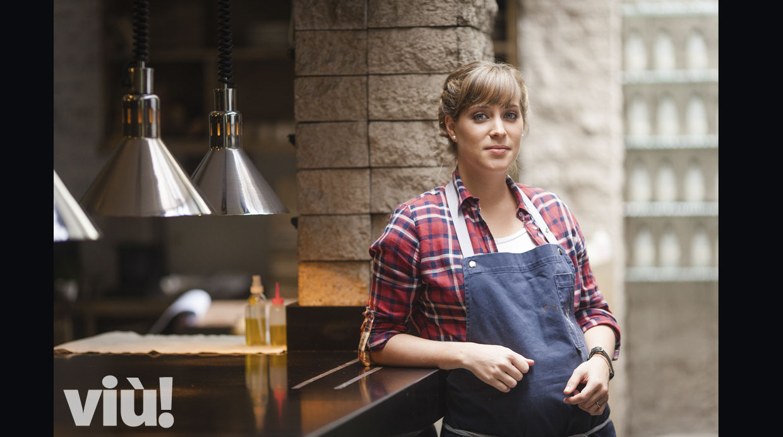 Pía León, en un raro momento de tranquilidad en la cocina del Restaurante Central. Foto: Javier García Rosell