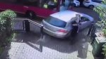 YouTube: Peatón es arrollado por un auto que golpeó un bus - Noticias de accidente automovolistico