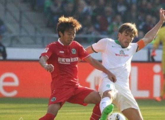 Con Claudio Pizarro, Werder Bremen perdió 1-0 con Hannover
