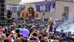 Señor de los Milagros inició su primer recorrido procesional