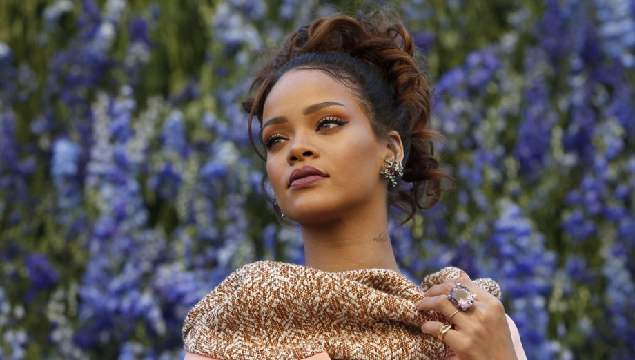 Rihanna: belleza y glamour en la Paris Fashion Week