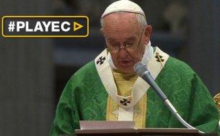 El Papa defiende a la familia tradicional al abrir el sínodo