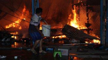 Puerto Maldonado: incendio destruyó varios talleres [FOTOS]