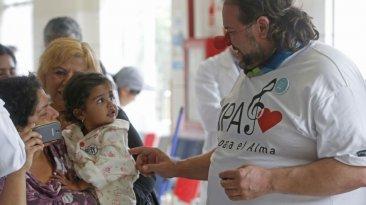 INSN de San Borja: músicos deleitaron a médicos y pacientes