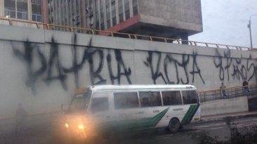 Vía Expresa Grau: realizan pintas de partido Patria Roja