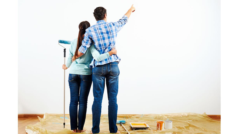 Antes de aplicar la pintura, es necesario reparar los huecos o las imperfecciones donde vas a aplicar la pintura (Foto: Shutterstock)