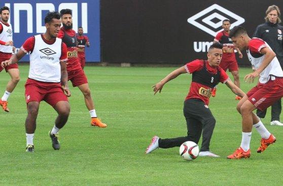Selección peruana entrenó completa para el duelo con Colombia