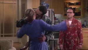 """The Big Bang Theory"": Sheldon besó a Penny en nuevo episodio"