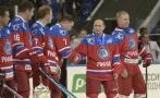 Vladimir Putin pasa su cumpleaños 63 jugando hockey sobre hielo