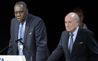 Hayatou, el presidente interino de FIFA en reemplazo de Blatter