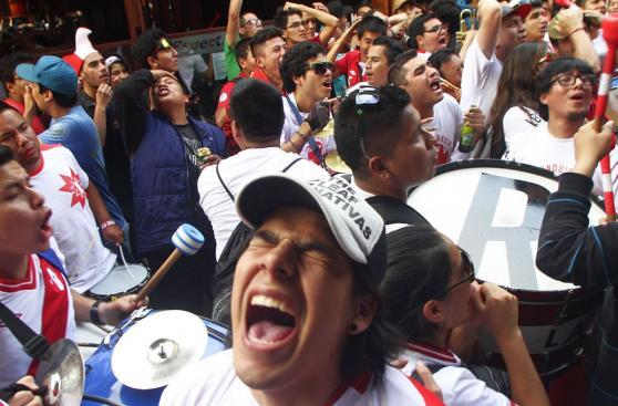 El sufrimiento de hinchas durante el Perú vs. Colombia [FOTOS]