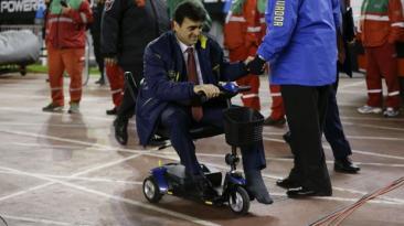 El técnico que venció a Argentina dirigiendo en silla eléctrica