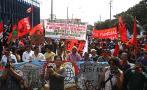 Cientos de personas protestaron contra cumbre del FMI y el BM