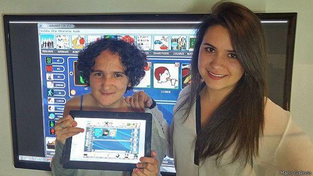 El software que Galindo desarrolló cuenta con un modelo pedagógico para capacitar a familiares e instituciones. En la imagen,su hermana con la herramienta. (Foto: Mario Galindo)