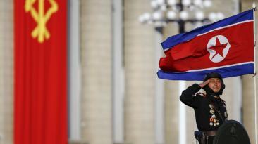 Corea del Norte mostró su arsenal en imponente desfile militar