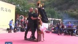 Monje Shaolín sostiene su cuerpo con un dedo por 10 segundos