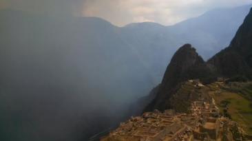 Machu Picchu: humo de incendio forestal cubrió un sector
