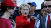 Hillary Clinton, en el centro del primer debate demócrata