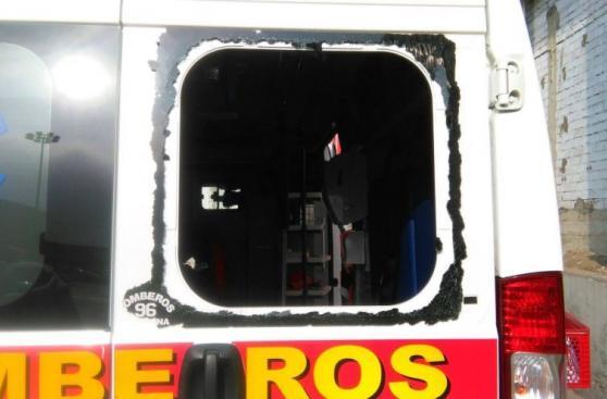 Ambulancia de los bomberos terminó así tras robo en Ate [FOTOS]