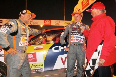 Los auxiliaron los pilotos Herbert Erquinigo y Carlos Fernández. (Fotos: Grupo Firbas)