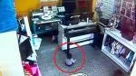 Ladrones armados roban tienda con un bebé en brazos [VIDEO] - Noticias de nolberto solano