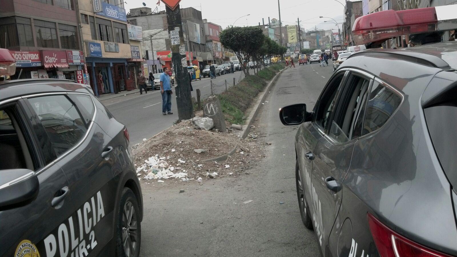 Tránsito en Av. San Juan se encuentra restringido a la altura de la cuadra 9. (WhatsApp El Comercio)