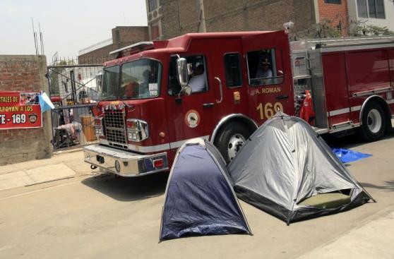 Ate: bomberos desalojados esperan reubicación definitiva[FOTOS]