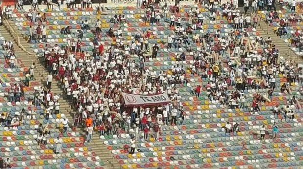 La barra de Universitario se ubicó en la tribuna oriente. (Foto