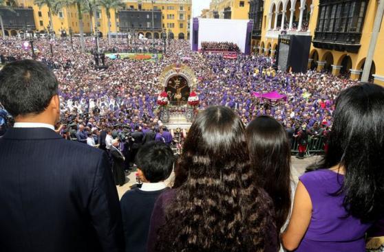 Ollanta Humala rindió homenaje al Señor de los Milagros [FOTOS]