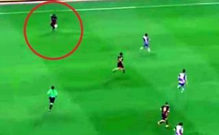 Neymar y un espectacular control con el taco tras pase largo