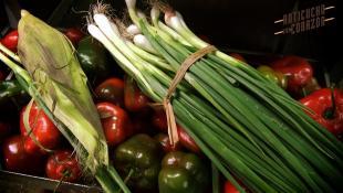 ¿Qué verduras deben acompañar a un buen anticucho?