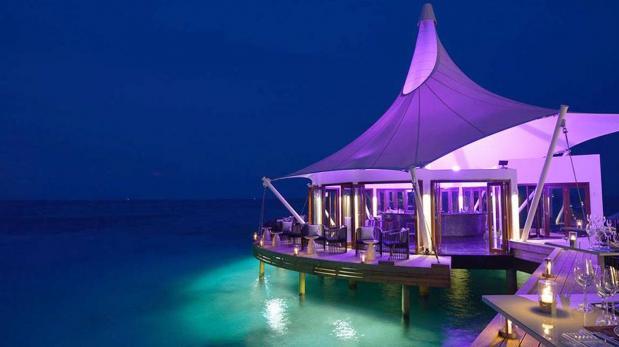 Maldivas tiene la primera discoteca bajo el agua del mundo for Maldivas hotel bajo el agua