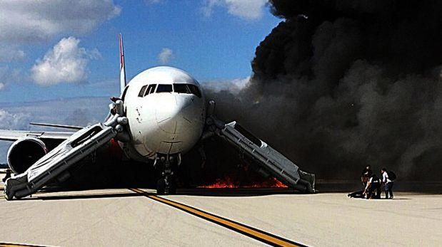 Tras el incendio, las operaciones en el aeropuerto de Fort Lauderdale, en Florida, fueron suspendidas. (AFP).